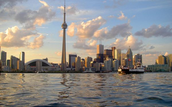 800px-Skyline_of_Toronto_viewed_from_Harbour, Flickr John Vetterli