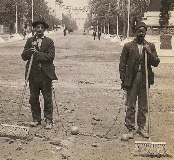 Two members of a chain gang in Washington, D.C. circa 1909. Photo in public domain - taken from Wikipedia.