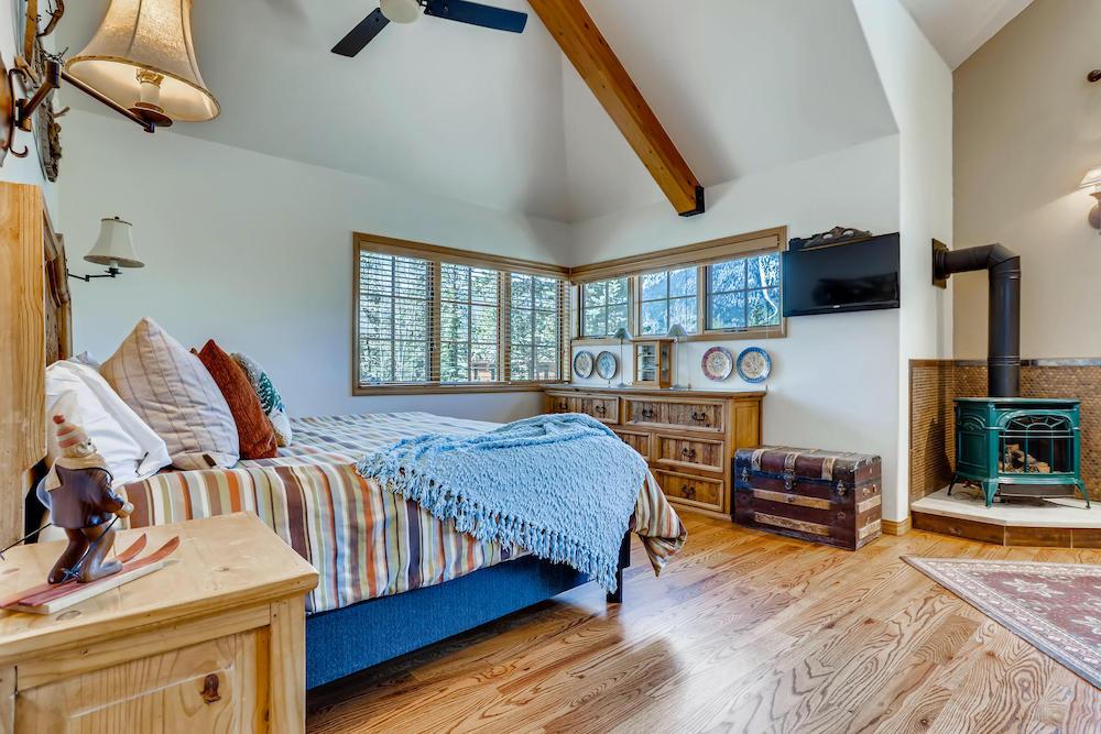 555 Wooden Canoe Dillon CO-017-028-Lower Level Master Bedroom-MLS_Size