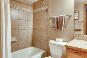 copper road condo bathroom