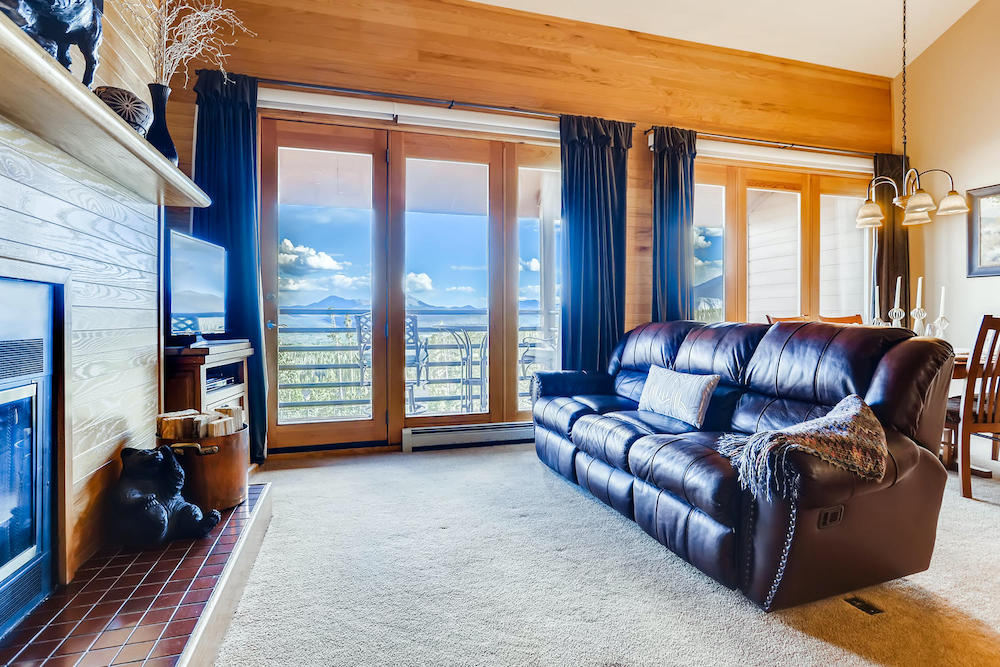 91400 Ryan Gulch Road Unit 426-large-003-008-Living Room-1500x1000-72dpi
