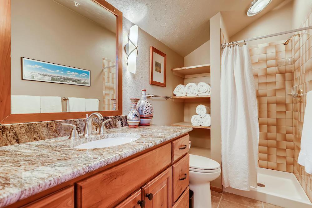 91400 Ryan Gulch Road Unit 426-large-020-010-2nd Floor Bathroom-1500x1000-72dpi