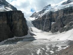 Plain of the Six Glaciers trail