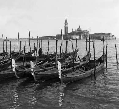 Gondoles près de Venise en 1900