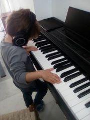 noah al piano