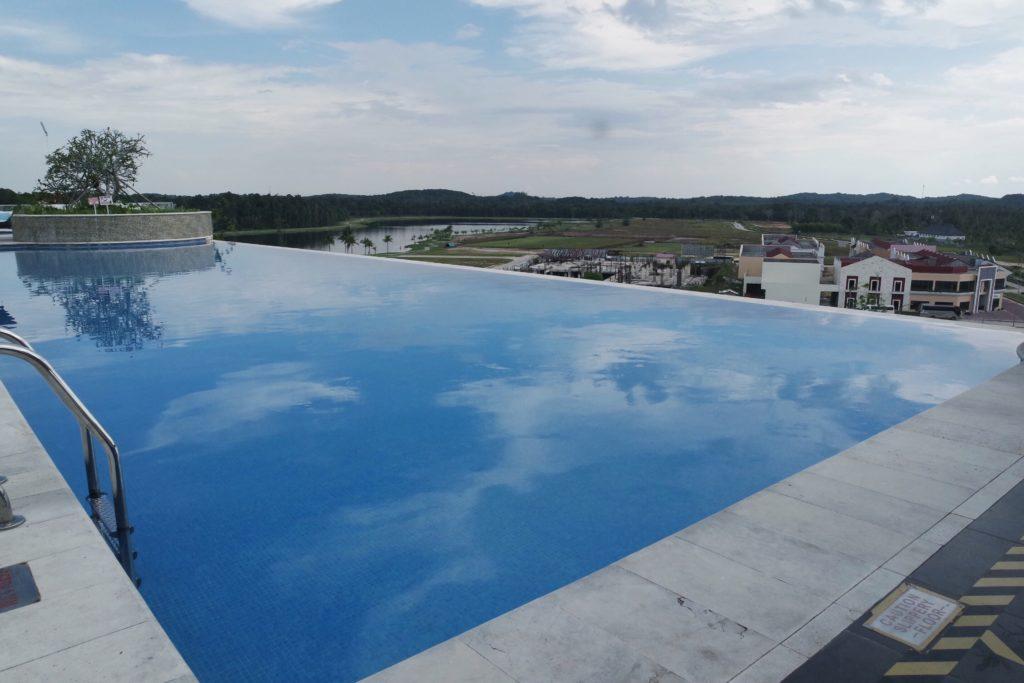 Rooftop Infinity Pool_3