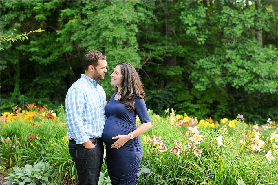 Maternity photos at Meadowlark Botanical Gardens, VA | Ana Isabel Photography22
