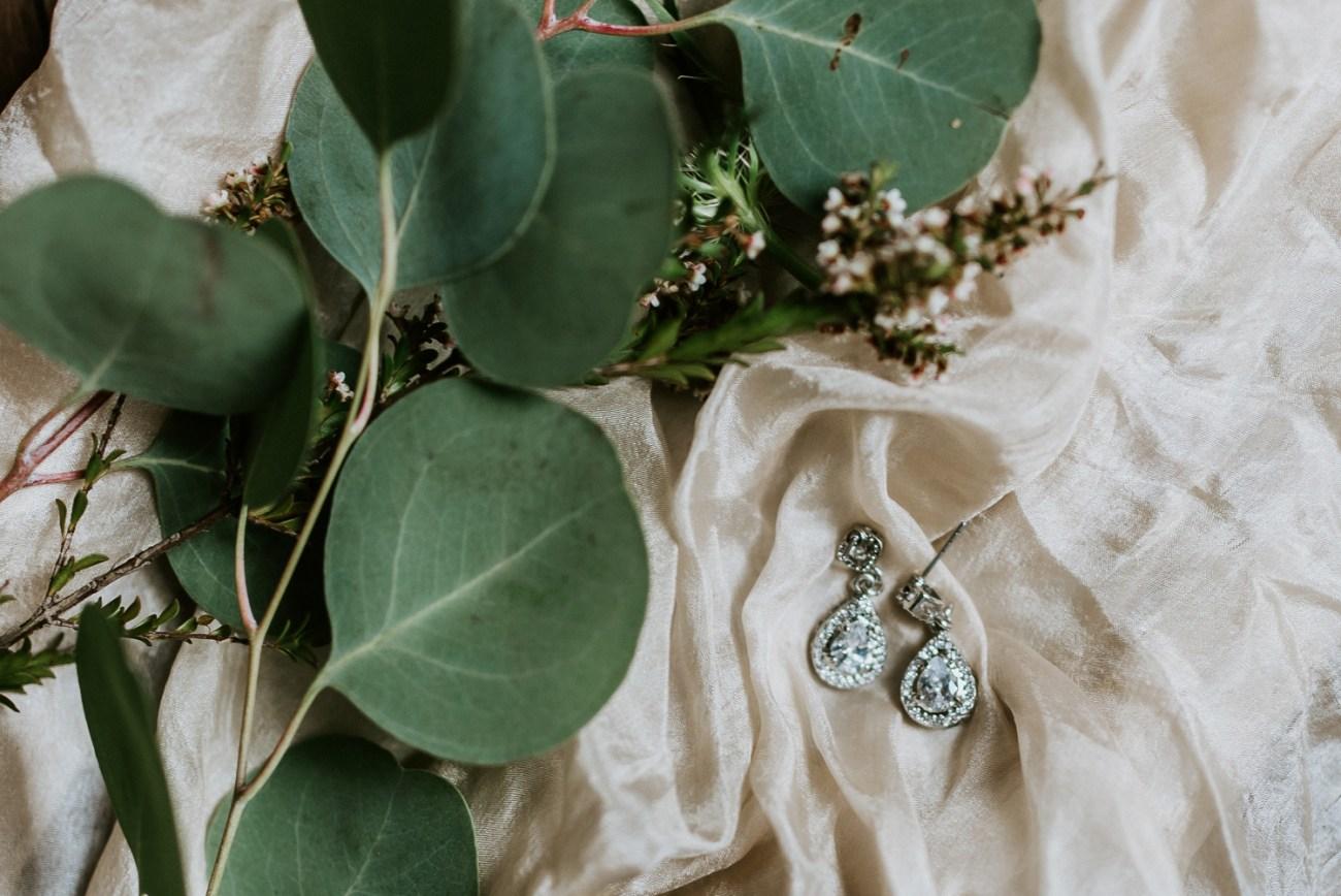 Wedding earrings details