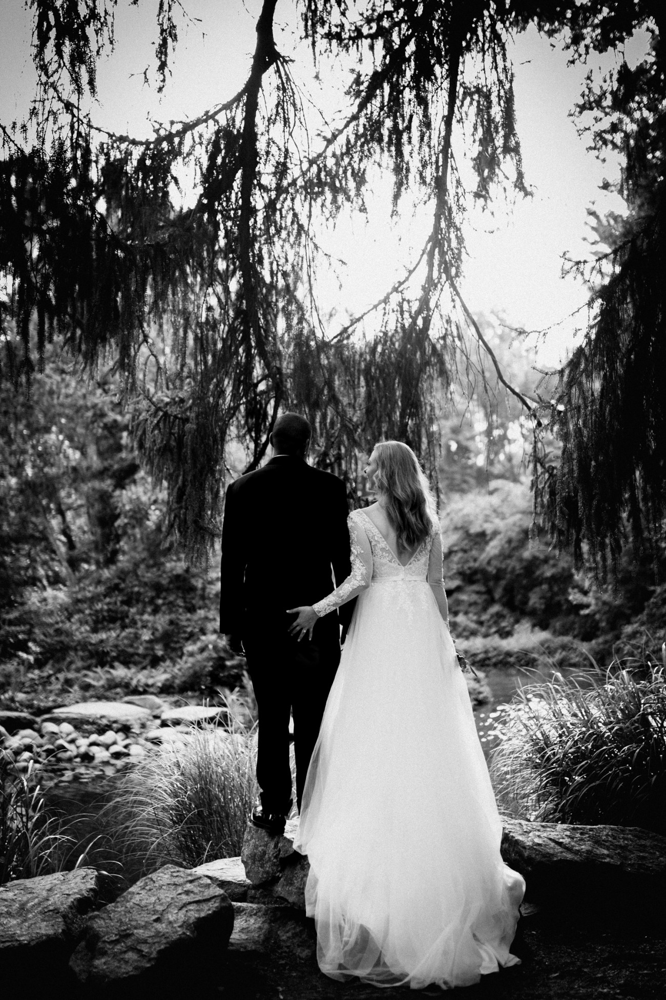 Bride and Groom portraits at Sayen House and Gardens