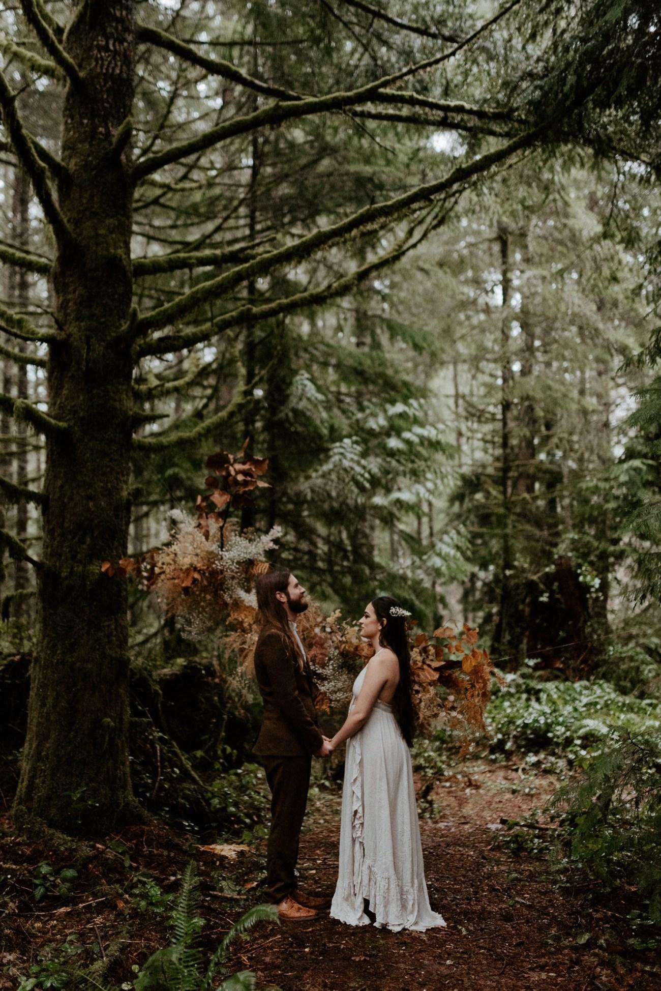 The Woodlands House Sandy Oregon Elopement Portland Elopement Photographer PNW Adventurous Elopement Anais Possamai Photography 015