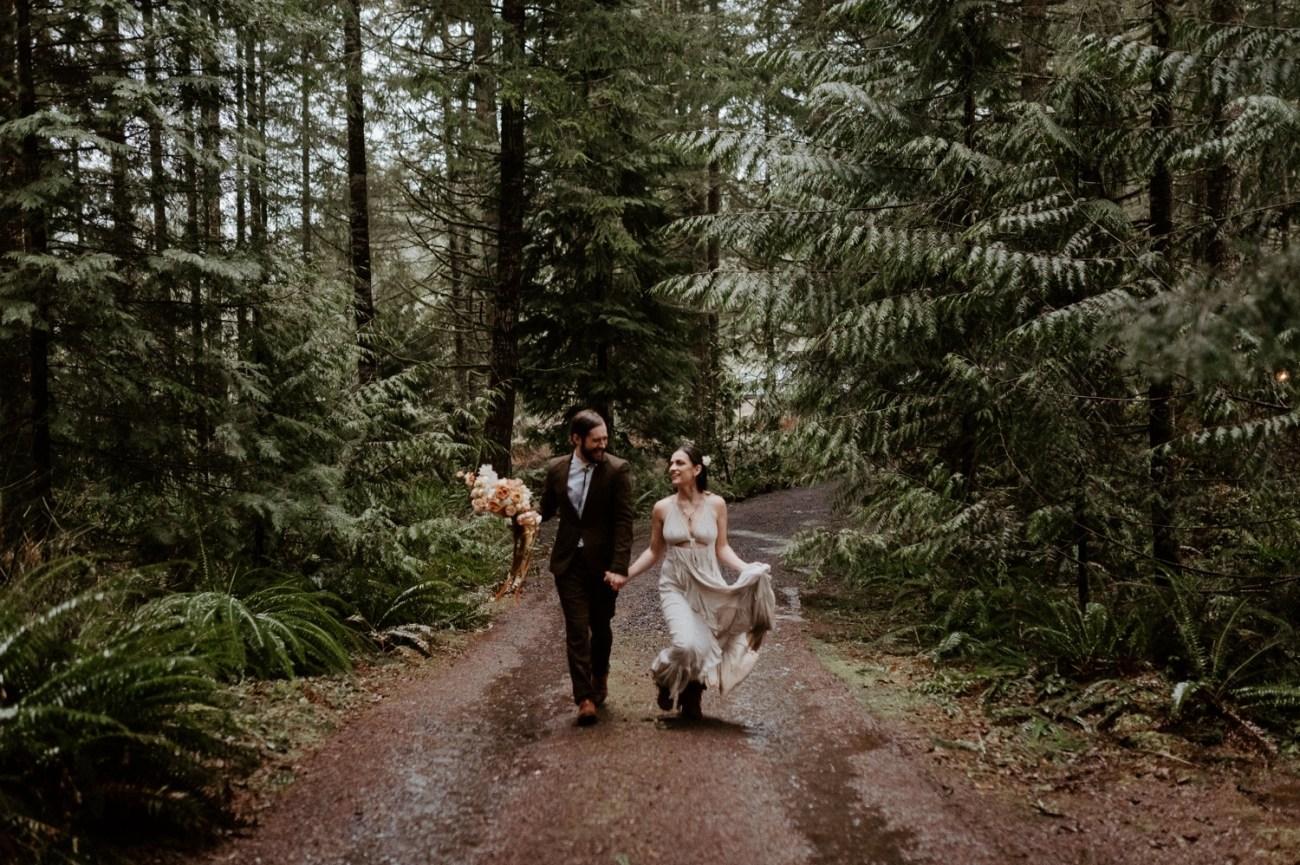 The Woodlands House Sandy Oregon Elopement Portland Elopement Photographer PNW Adventurous Elopement Anais Possamai Photography 034