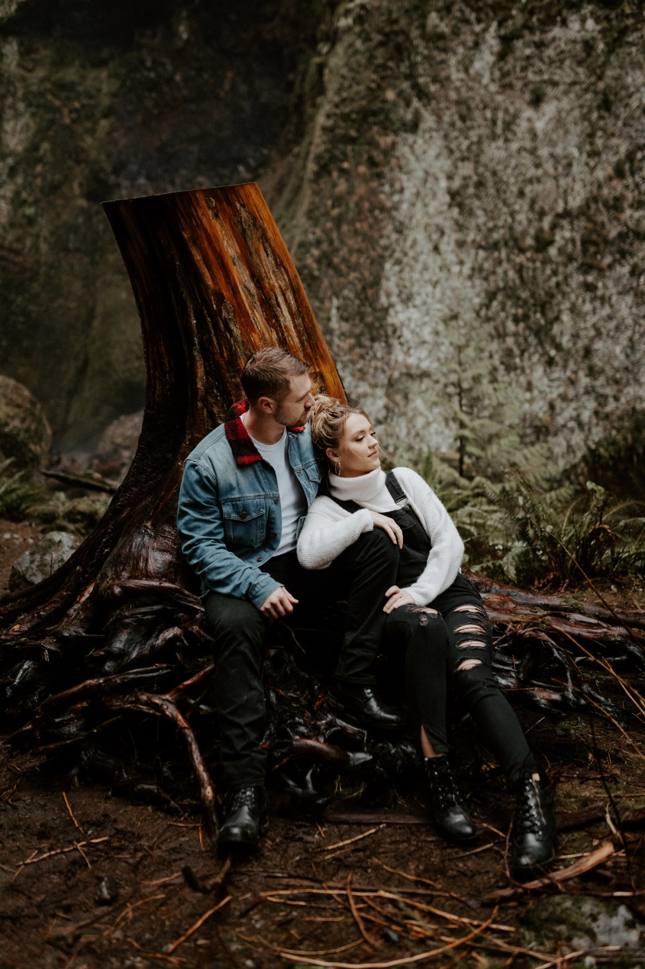 Wahclella Falls Engagement Session Columbia River Gorge Oregon Portland Wedding Photographer PNW Elopement Photographer Bend Wedding Photographer Anais Possamai Photography 050