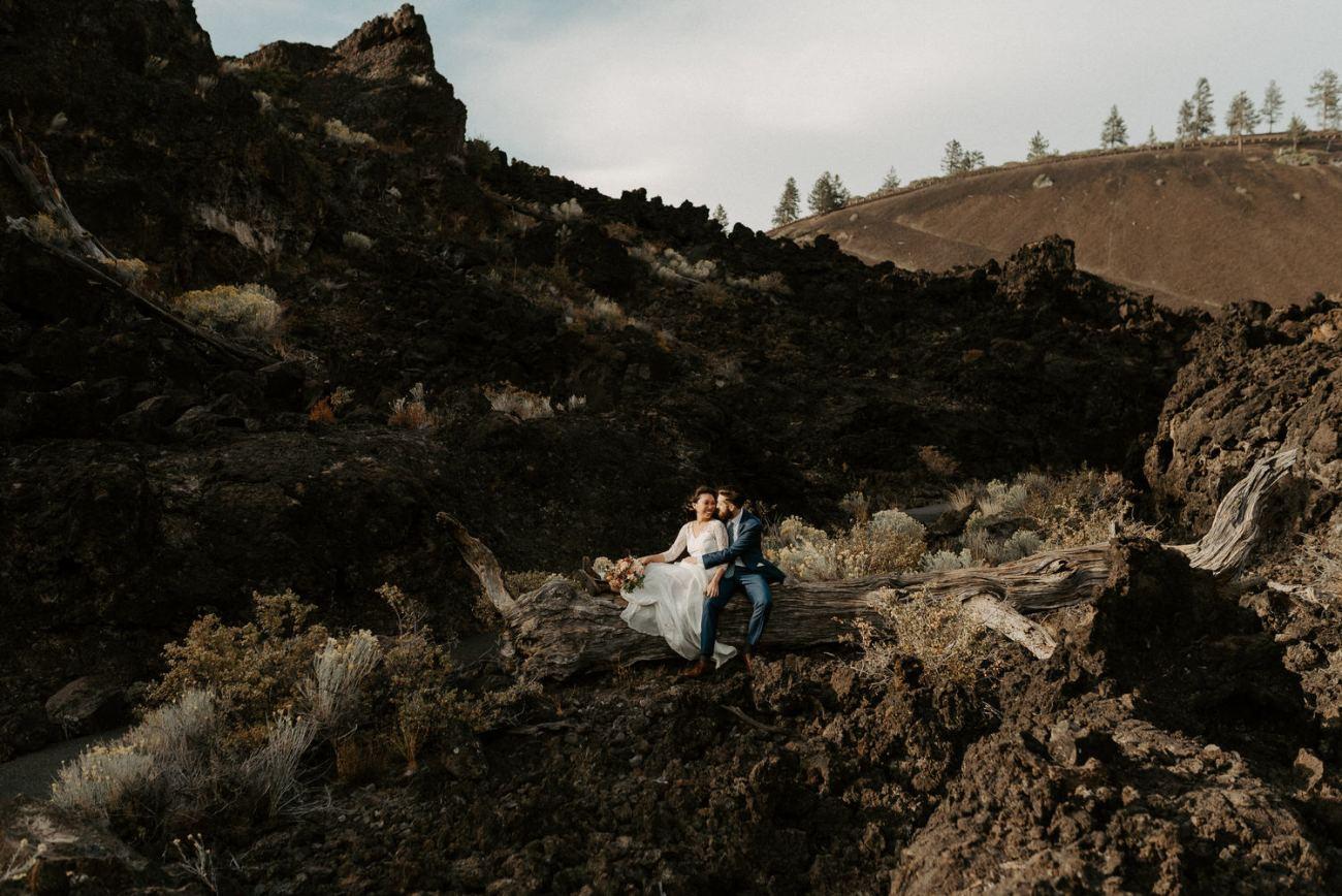 Best Locations To Elope In Oregon Newberry Volcano Paulinas Peek Anais Possamai Photography Bend Elopement Photographer 003