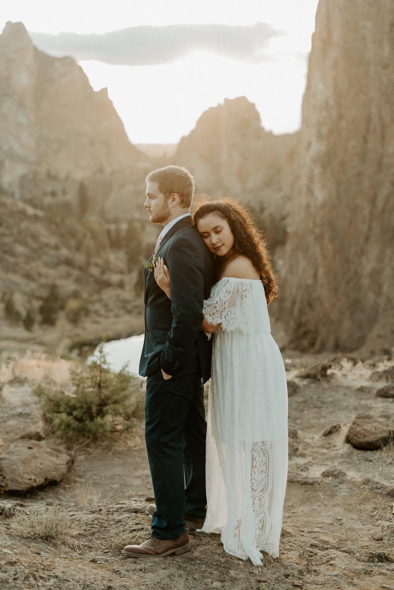 Smith Rock Elopement Bend Elopement Photographer Bend Wedding Photographer Fall Bend Wedding Anais Possamai Photography 037