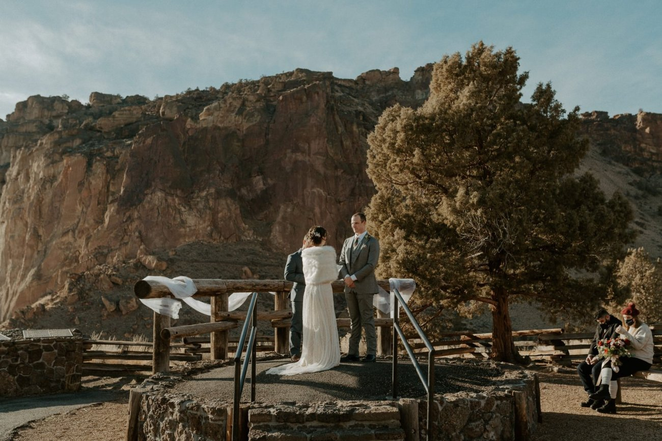 Intimate Wedding In Smith Rock State Park Bend Oregon Wedding Photographer Anais Possamai Photography 011