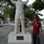 Miguel Canto statue
