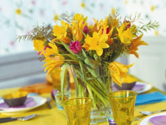 λουλουδια-διακοσμησης-τραπεζιου-πασχα-