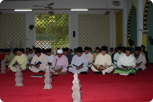 BIBD male workforce reciting of Surah Yassin, tahlil and doa arwah