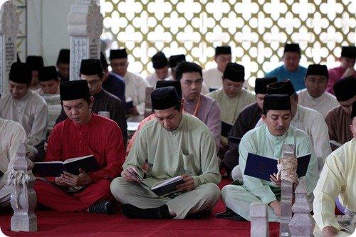 BIBD staff reciting the Surah Yassin