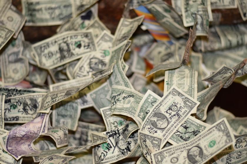 Inilah Hukum Menukar Uang Receh Tak Senilai Saat Lebaran