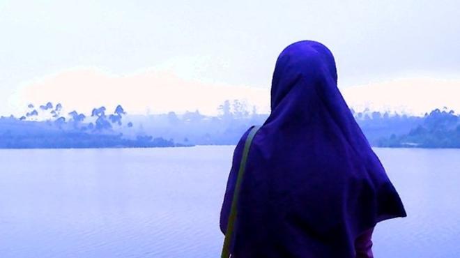 wanita muslimah memakai jilbab & khimar ditempat wisata