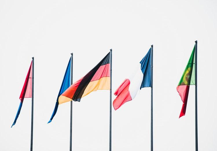 Ilustrasi bendera untuk upacara, sumber unsplash @joshuafuller