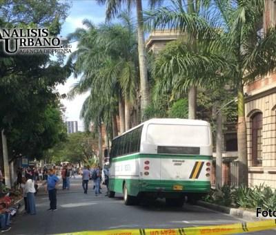 Conductor de bus de la Universidad de Antioquia fue asesinado a bala frente a estudiantes