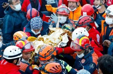 El saldo de víctimas mortales del temblor de 6,8 grados de intensidad es ya de 91 en Esmirna, uno más en toda Turquía.