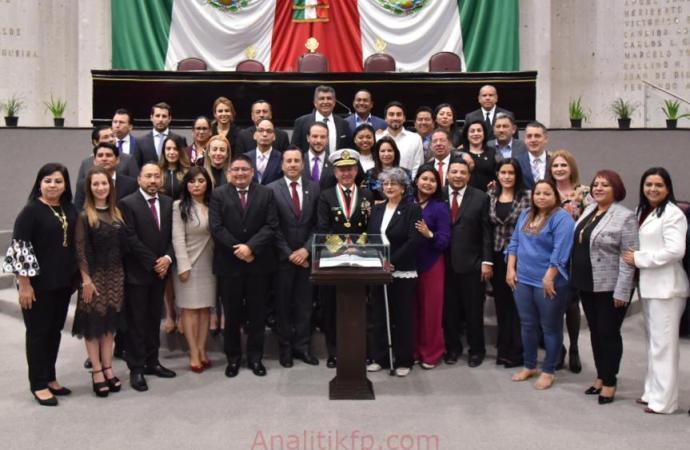 Reconocen con la medalla Adolfo Ruiz Cortines al almirante José Rafael Ojeda