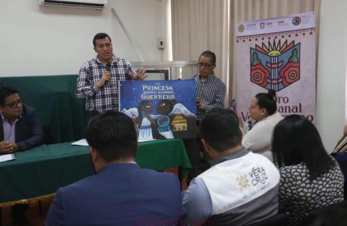 """SEV presenta """"Libro Artesanal Veracruzano"""" para fomentar lectura en escuelas de alta marginación"""
