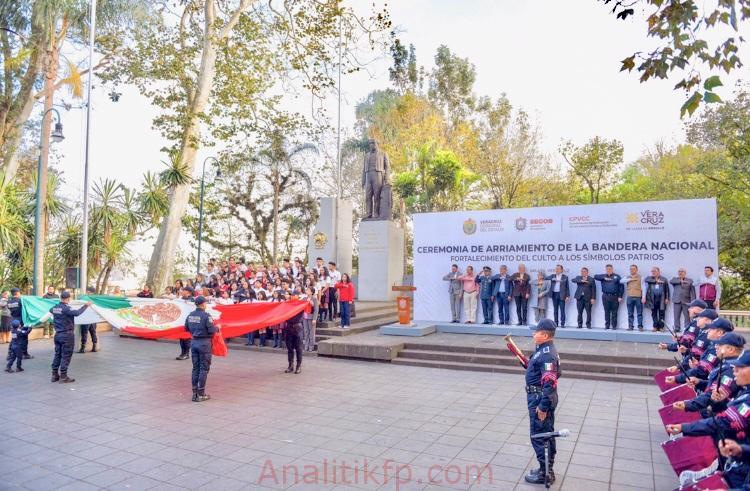 Asiste Presidente Municipal a ceremonia de arriamiento de la Bandera nacional