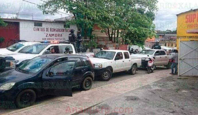 Trasladan a 17 detenidos por hechos en Isla a Cereso de Zamora en San Andrés Tuxtla