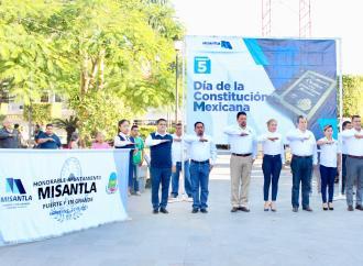 Autoridades municipales y educativas conmemoran el 103 aniversario de la Constitución Política