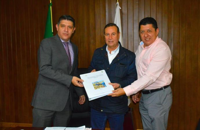 Entrega Ayuntamiento de Perote a la CAEV, proyecto ejecutivo para la perforación de un nuevo pozo