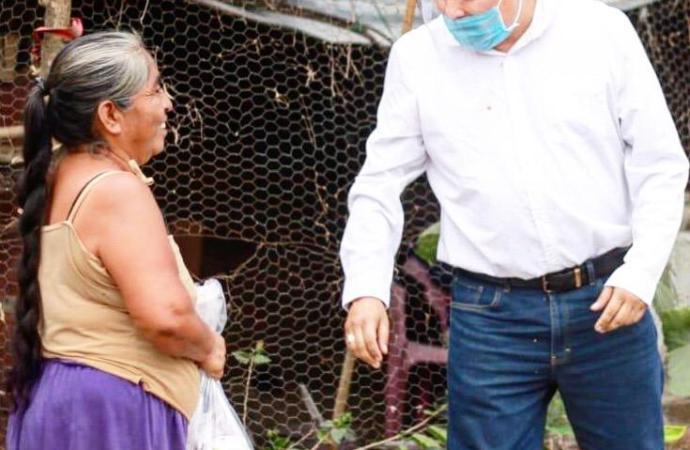 Entrega diputado Presidente asistencia alimentaria a familias vulnerables de Amatlán