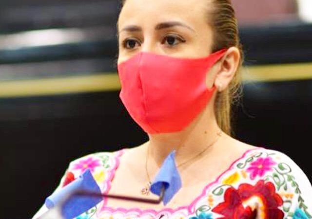 Nora Lagunes propone homologar costos de titulación en Veracruz