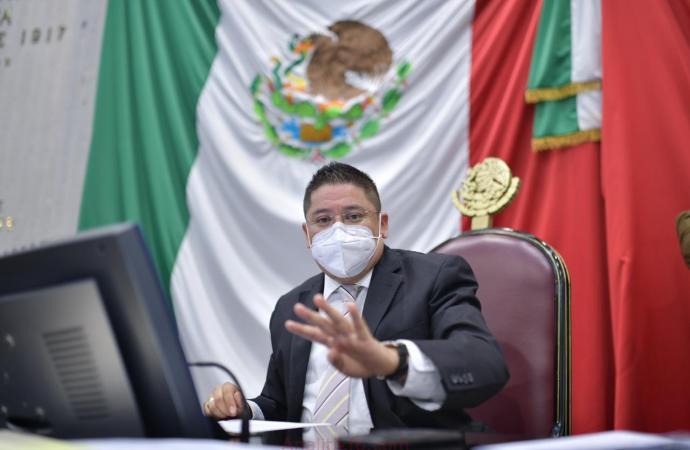 Esfuerzo, constancia y disciplina distinguen al estudiante veracruzano: Ríos Uribe