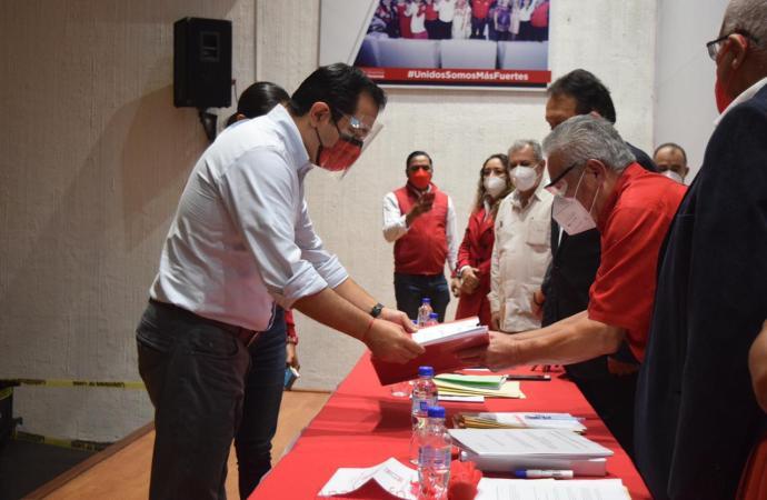 Américo Zúñiga Martínez, solicita su prerregistro como precandidato a la diputación federal por el distrito 10 Xalapa Urbano