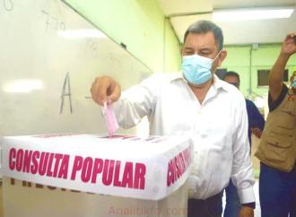 El alcalde electo de Coatzacoalcos emitió su voto en la Consulta Ciudadana
