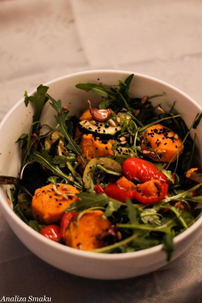 sałatka z pieczonych warzyw