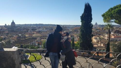 deasupa Piazza del Popolo
