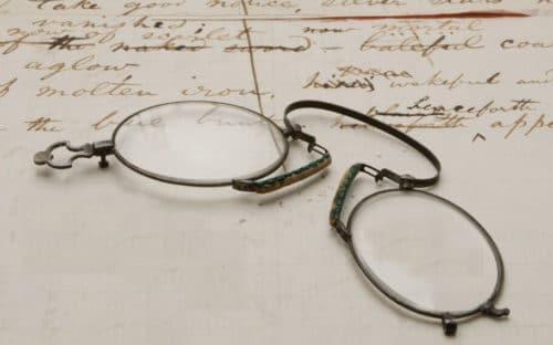 Pilihan Kacamata Berkualitas dan Pelayanan Terbaik di Optik Tunggal - Image Source yalealumnimagazine.com