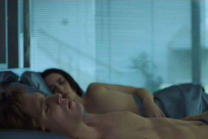 Luismi termina en el capítulo durmiendo con Stephanie Salas, con quien tuvo a su hija Michelle Salas