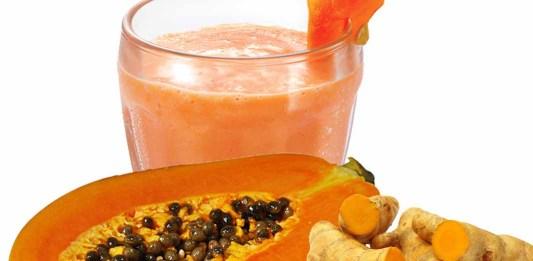No te imaginas lo bien que te hará este delicioso licuado de papaya y cúrcuma