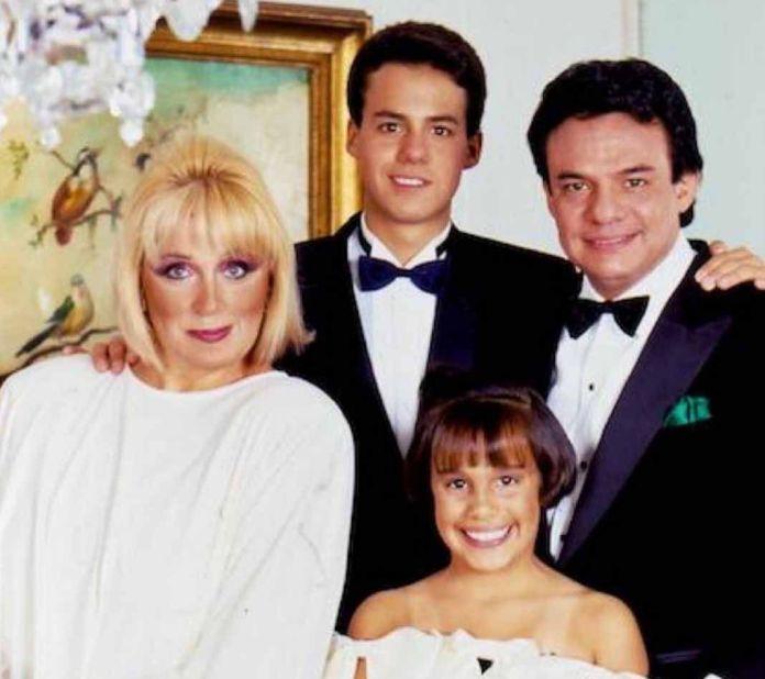 La primera familia del cantante: su ex esposa Anel y sus hijos José Joel y Marysol. Foto: Instagram / josejoeloficial