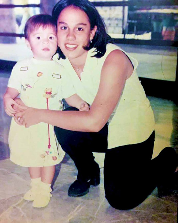 """""""Con mi hermana Marysol siempre fueron momentos muy breves, pero inolvidables"""", puso Sarita al compartir esta imagen. Foto: Facebook / @SaraSosaOfficial"""