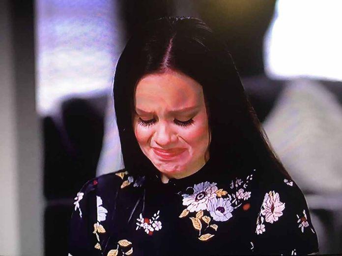 Sarita no pudo controlar el llanto tras la primera pregunta que le hicieron