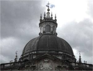 """""""Vista de la cúpula con el escudo de los Borbones""""."""