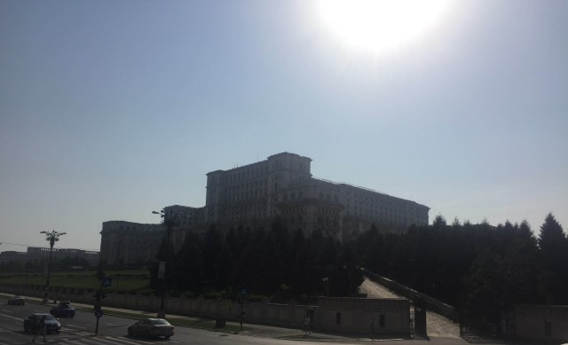 anamariapopa-com-city-bus-tour-bucharest-double-decker-parliament