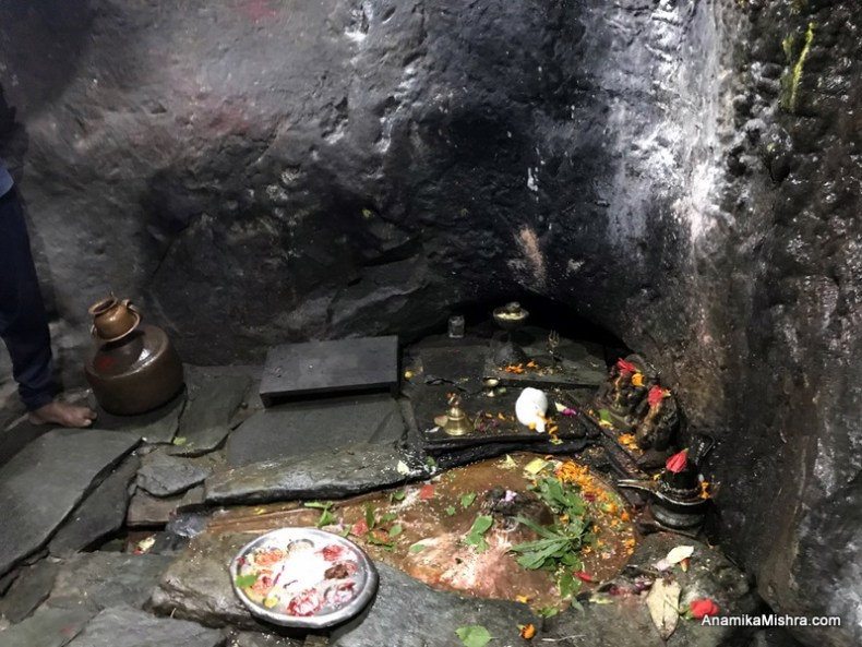 Inside Ancient Temple Of Patal Bhuvaneshwar -India's Most Mysterious Cave Temple